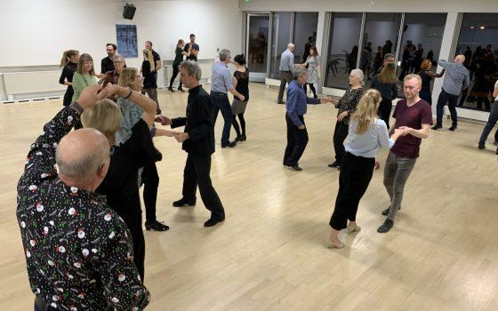 Bliv mærket med 'dans-i-livet' hos Radich & Holde!